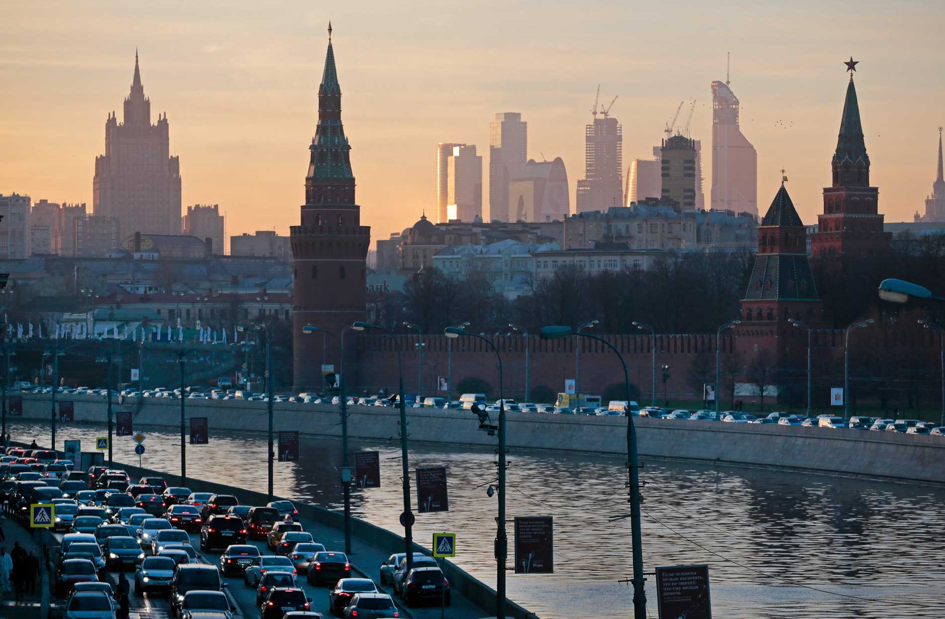 Ett hundratal byggnader i Moskva utrymdes efter en rad falska bombhot. Arkivbild.