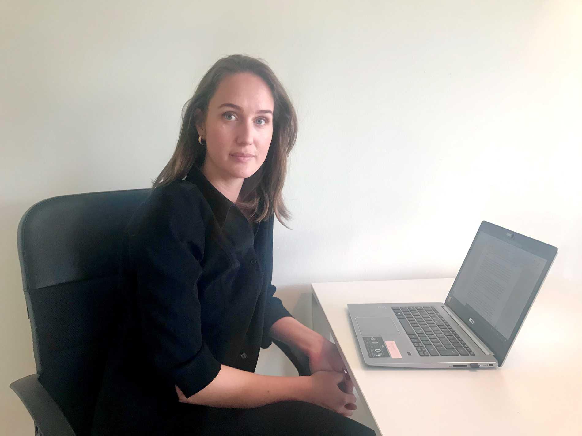 """""""Just nu sitter en mängd kvinnor isolerade i sina hem med sina förövare och har ingen möjlighet att söka hjälp"""", säger Cecilia Simander, informatör på Uppsala Kvinnojour."""