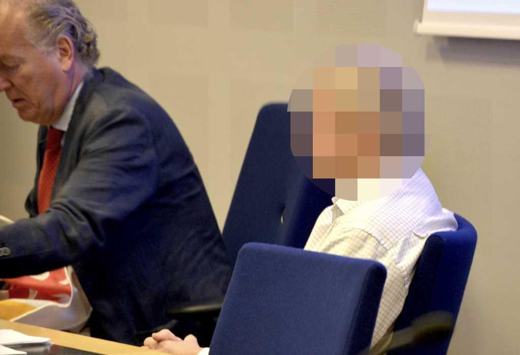 51-åringen tillsammans med sin advokat i rätten.