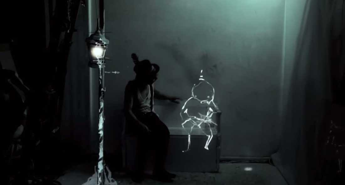 "ur videon ""Projection mapping live performance art - The Alchemy of Light by a dandypunk"""