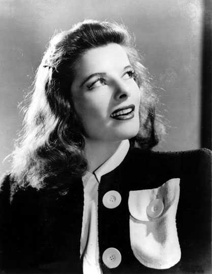 Katherine Hepburn var skådespelerskan som karriärstartade på 30-talet och sedan i hela sitt liv varit en av de största skådespelerskorna i världen. Hennes stil både på och utanför duken ändrade synen på det kvinnliga modet. Hepburn var inte rädd för att klä sig manlig i kavaj och byxor utan körde sin stil rakt igenom.