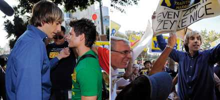 "Sasha Baron Cohen som ""Bruno"" ger sig in i protestmarschen."