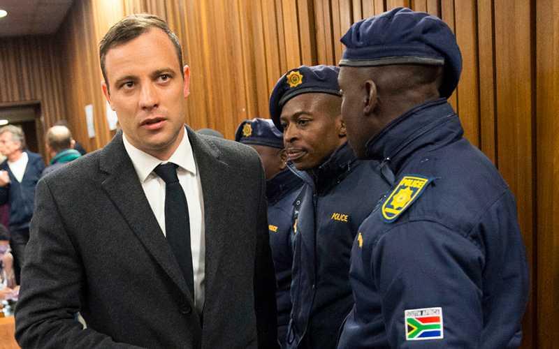 Pistorius på väg in till domsalen