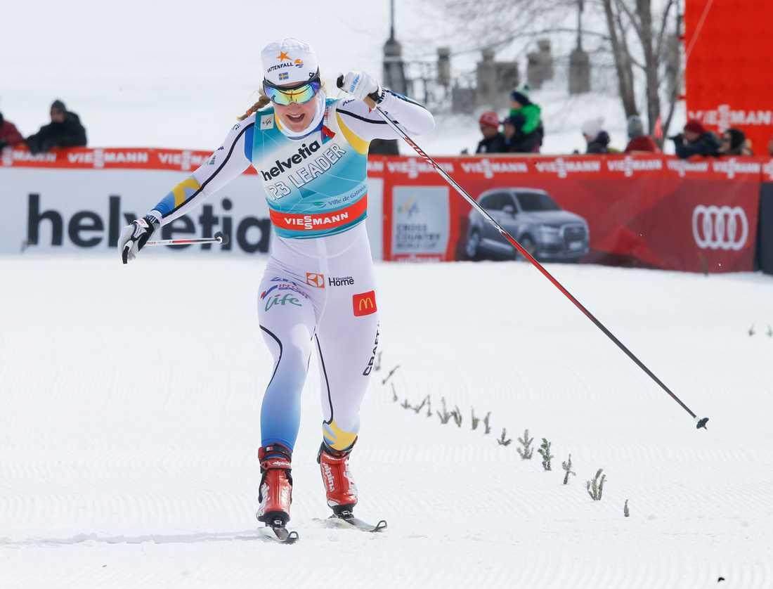 Stina Nilsson kom tvåa i första etappen av Ski Tour Canada.