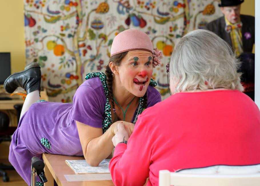 För sex år sedan började clownerna besöka demensboenden också – ett projekt som har varit väldigt uppskattat.