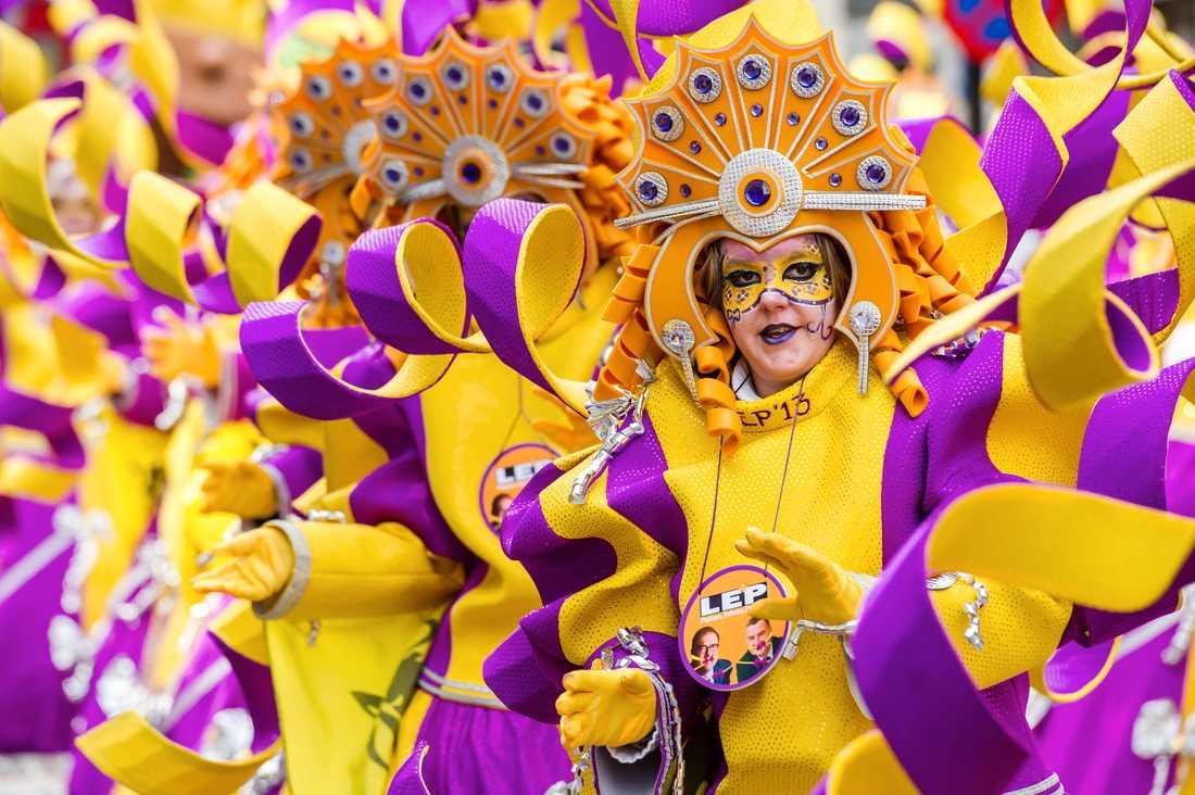 Tiotusentals åskådare följer varje år karnevalsparaden i Aalst, väster om Bryssel. Arkivfoto.