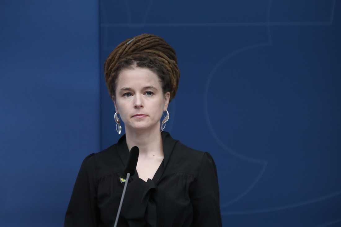 Amanda Lind meddelar Aftonbladet att ett krisstödspaket till kulturbranschen är på väg.