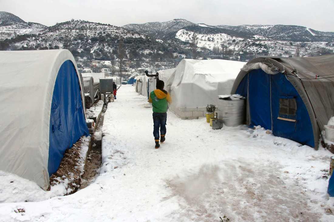 Provisoriska tältläger nära turkiska gränsen.