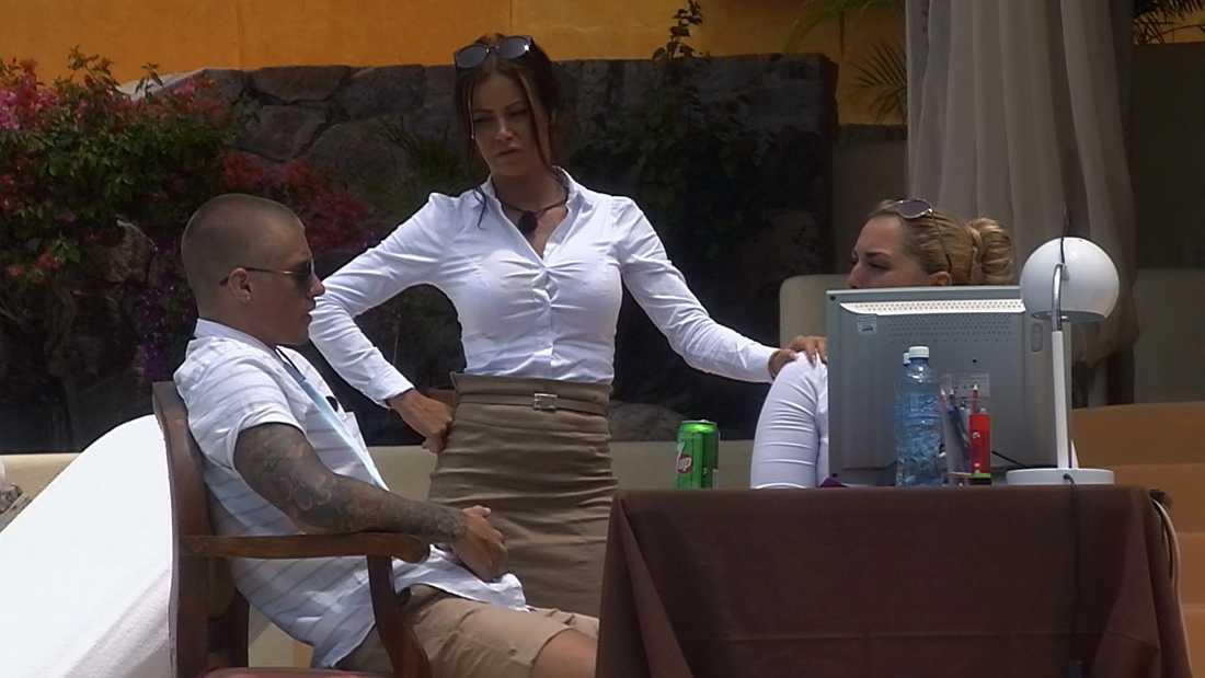 """Emelie, Emma och Johnny i """"Paradise hotel."""