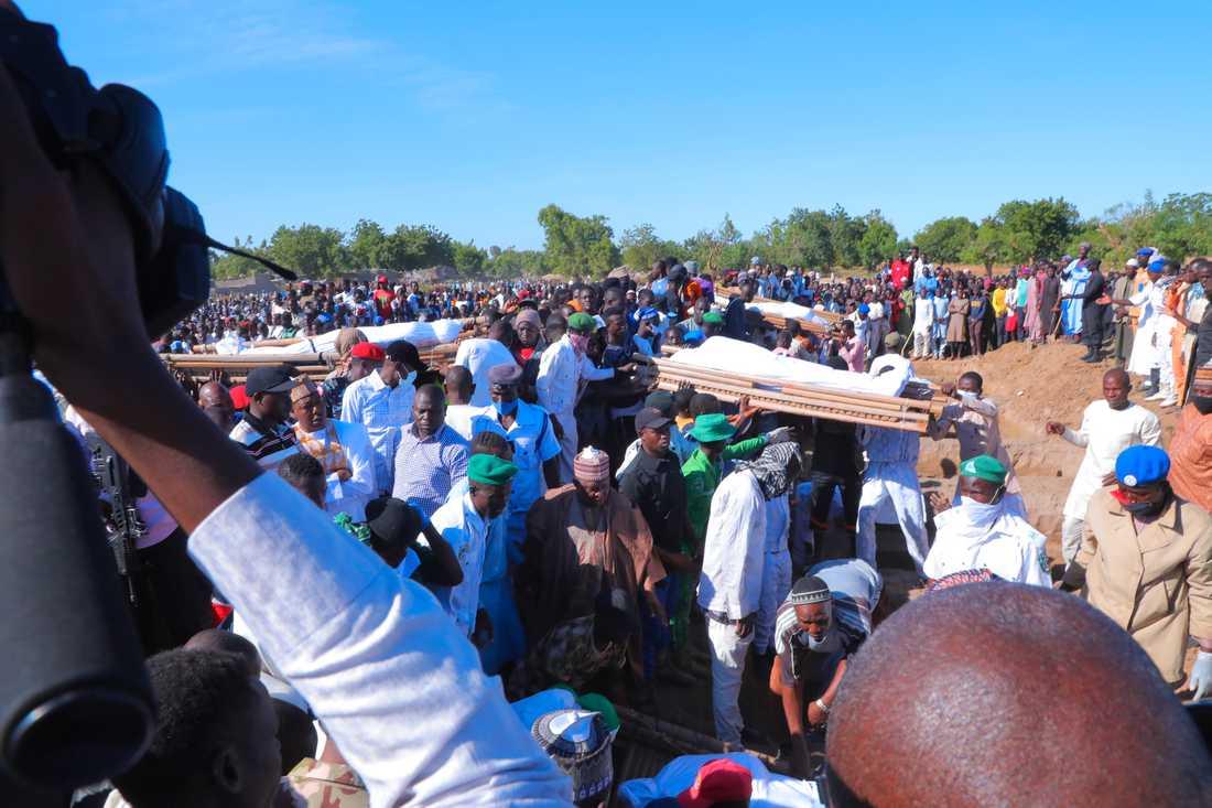 I söndags begravdes flera av offren för helgens brutala jihadistattack i nordöstra Nigeria.