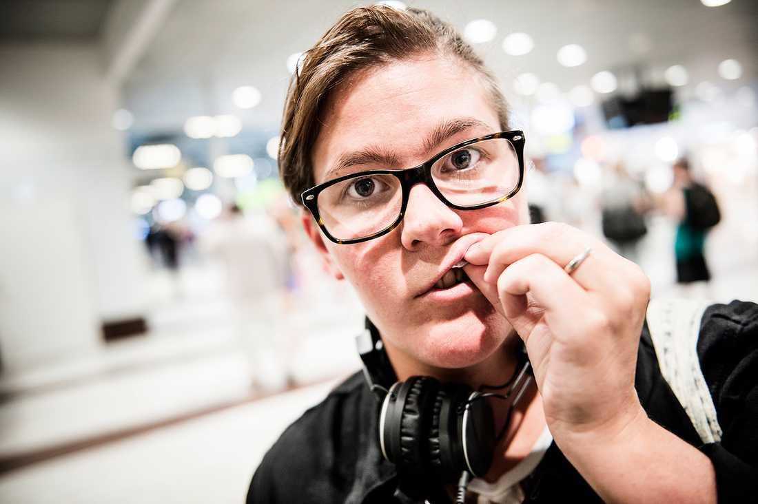 Emma Asplund, 30, Örebro: Det är bra att det är hög skatt så att färre snusar. Om det var billigare tror jag bara att de som snusar skulle snusa mera.