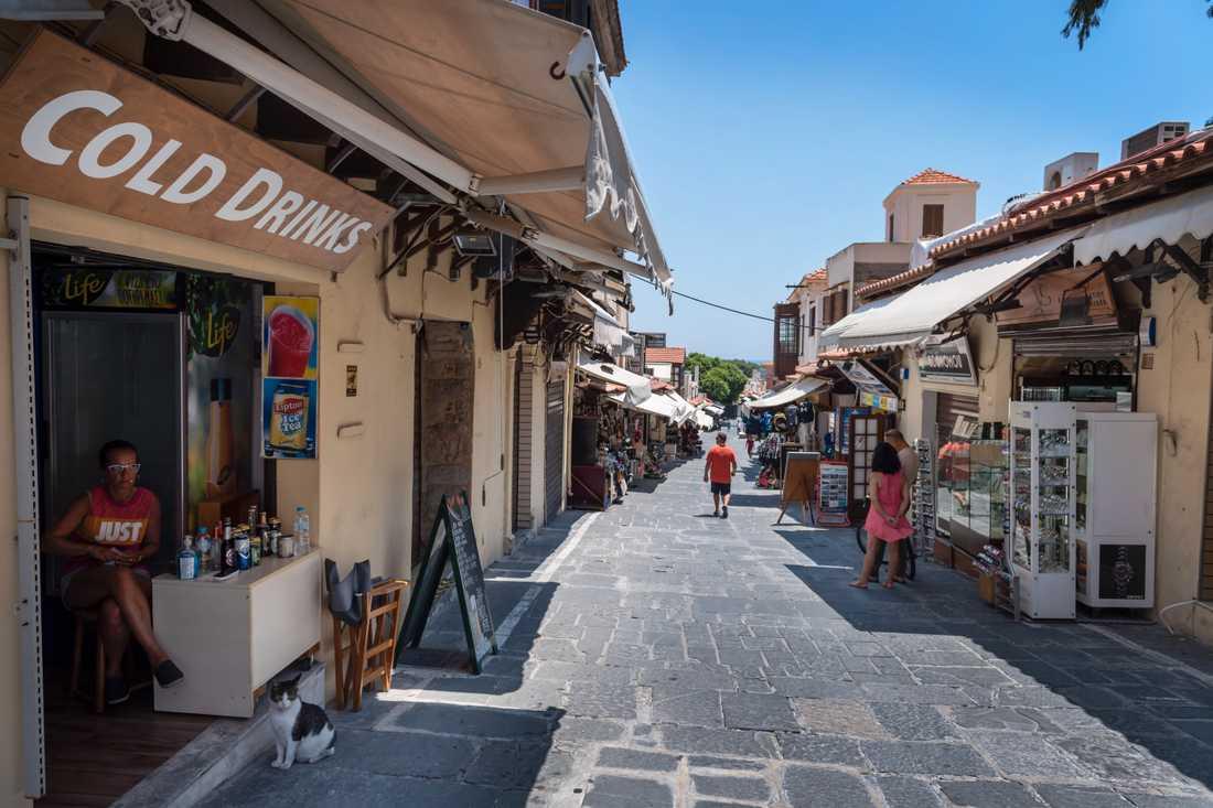 Inget är sig likt på Sokratesgatan i Rhodos stad.