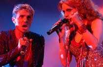 Ta-dah! Scissor Sisters spelar på Arvikafestivalen den 12 juli.