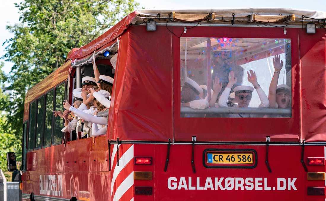 Studenter åker dansk buss genom Malmö – på andra sidan sundet tillåts studenterna nu att åka studentflak. Arkivbild.