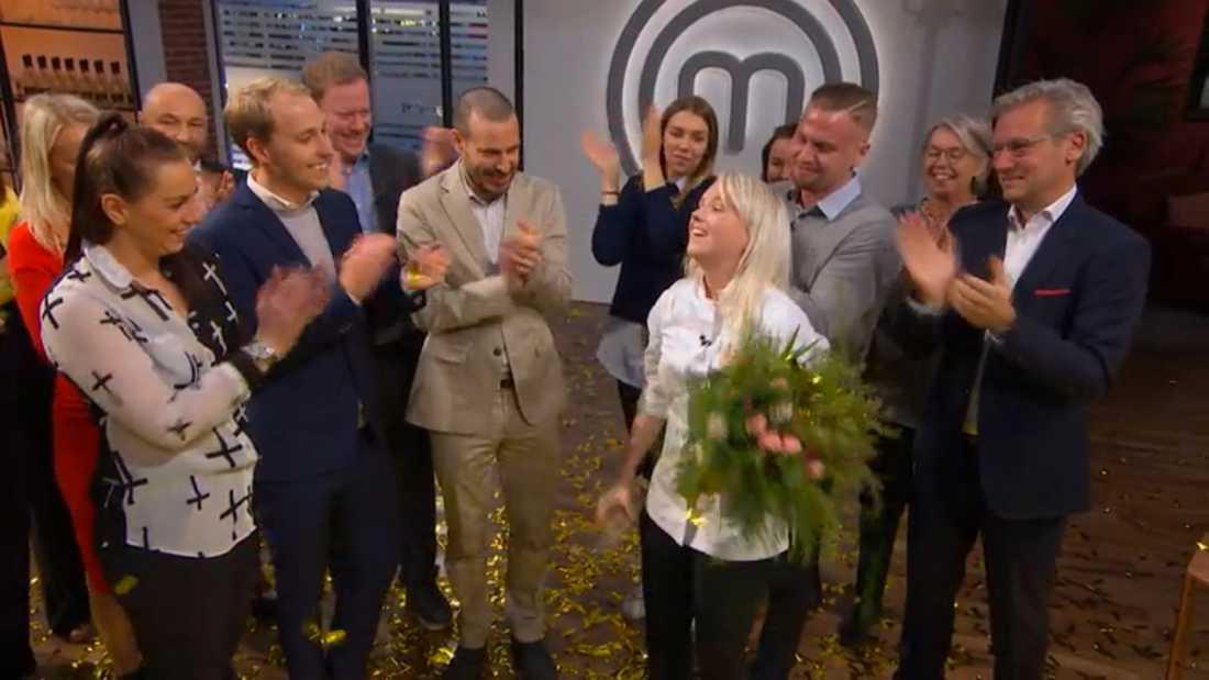 """Klara Lind firades av familjen efter vinsten i """"Sveriges mästerkock""""."""