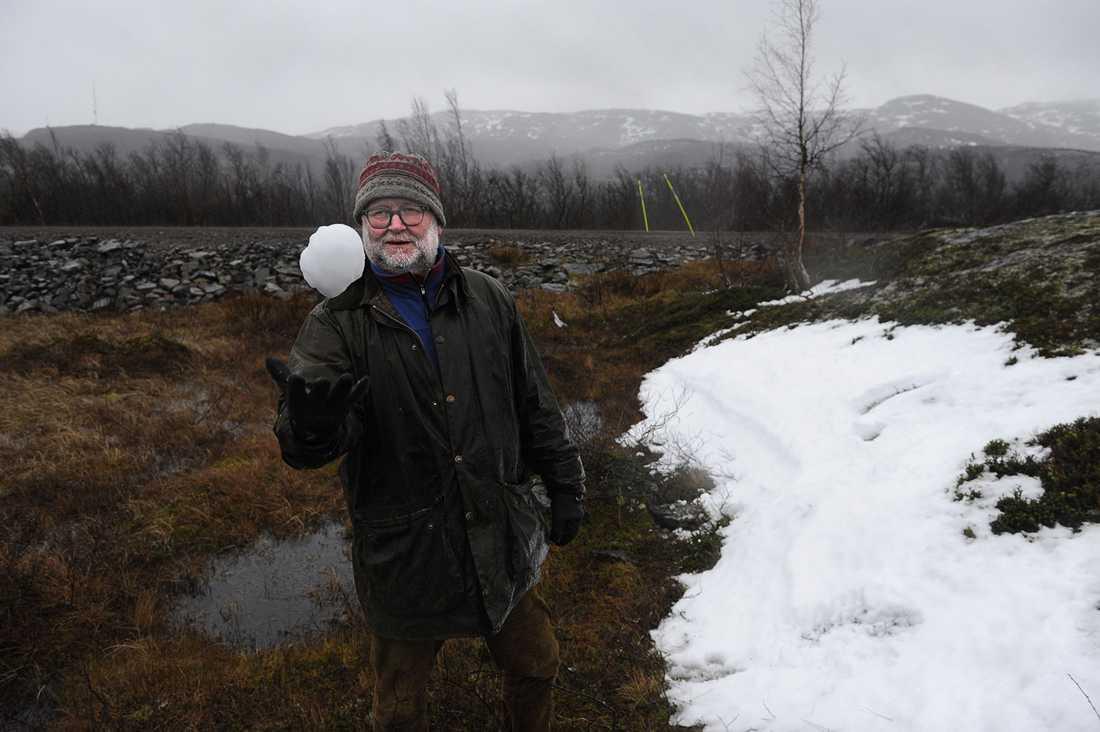 utanför Riksgränsen hittade Aftonbladets snöpatrull ett litet snöfält.