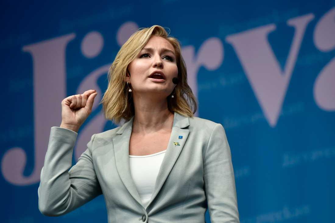 Kristdemokraternas Ebba Busch Thor uppmanade tjejer att agera mot övergrepp från män.