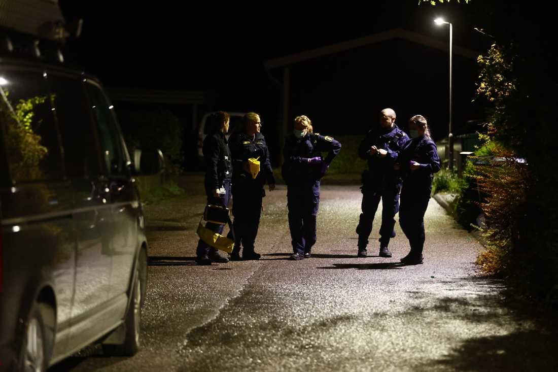 Polisens tekniker har anlänt till platsen.