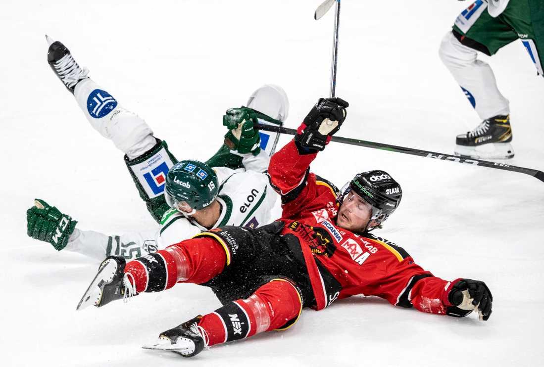 Klubbarna slåss på isen – och utanför för fortsatt existens.