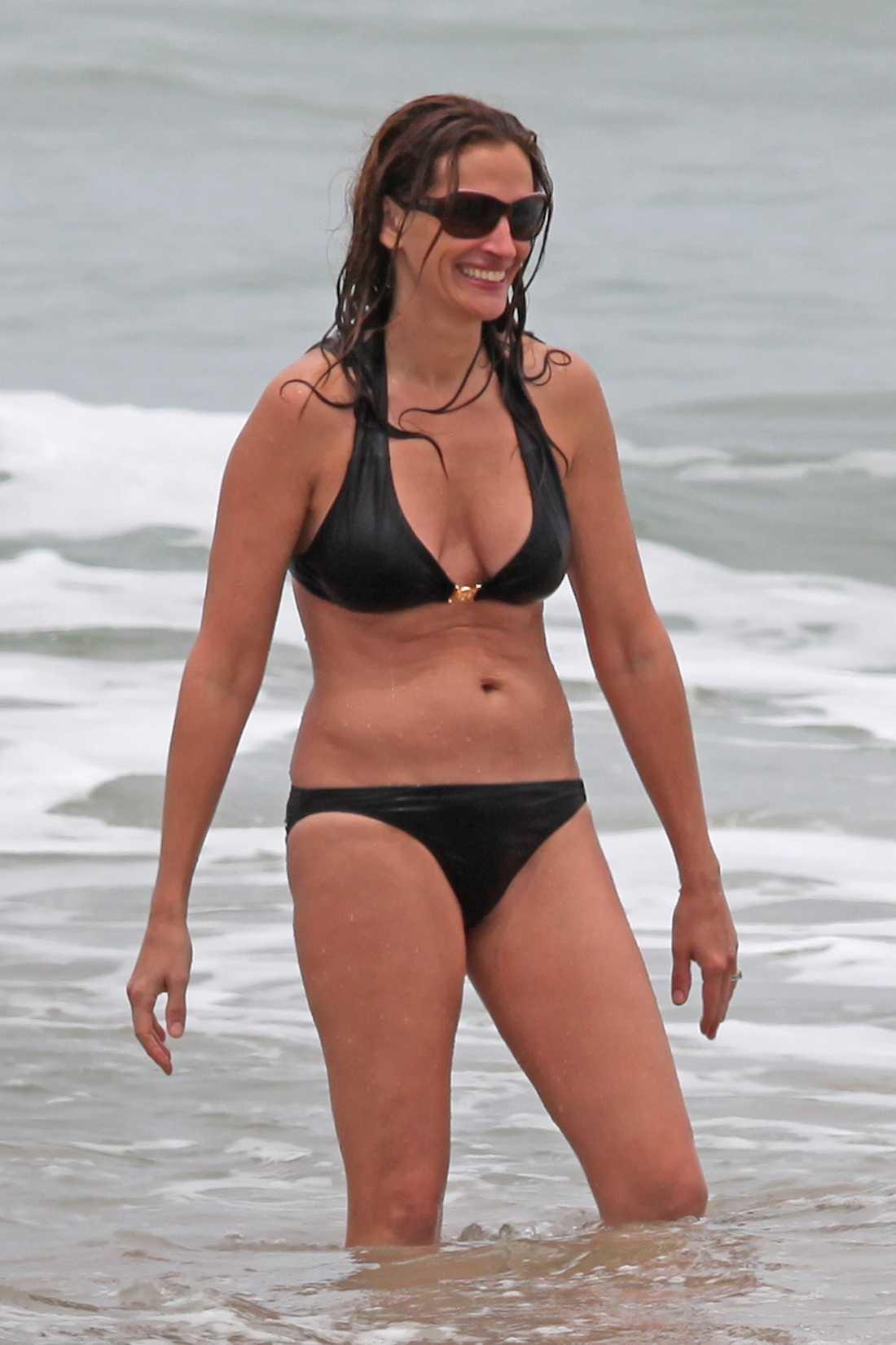 Den 44-åriga skådespelerskan visade att hon inte har legat på latsidan. Och hon är redan redo redo för beach 2012. Foto: All Over Press