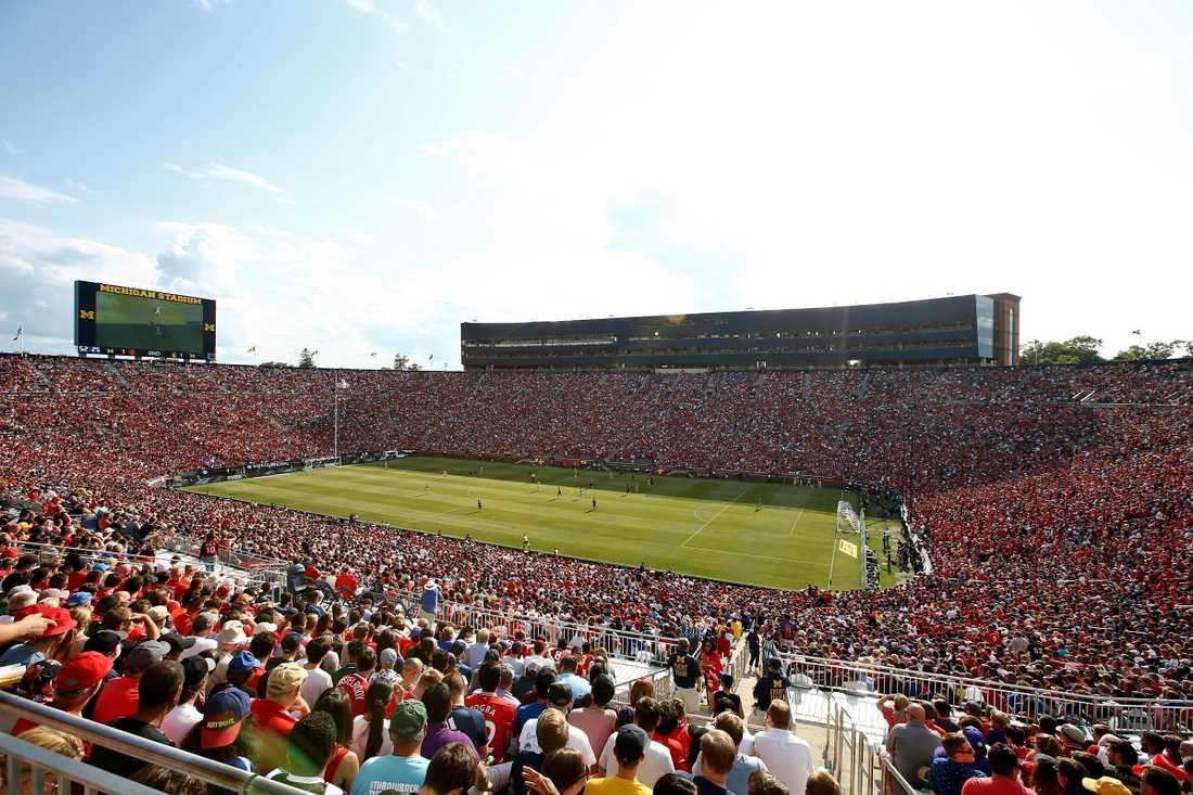 Drygt 100 000 såg matchen mellan PL-giganterna.