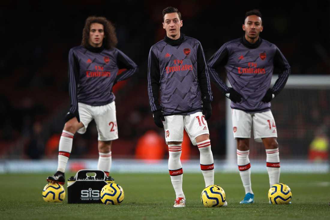 Özil sägs vara en av de som nobbat. De andra två som nobbar är inte namngivna än.