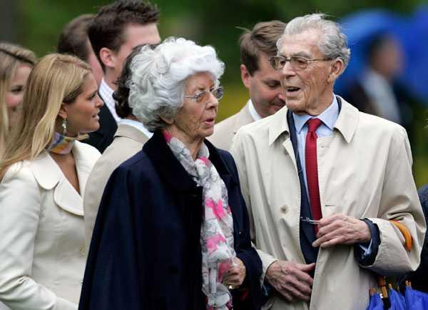 Carl Johan på släkten Bernadottes släktträff på Sofiero 2005. I bakgrunden syns prinsessan Madeleine.