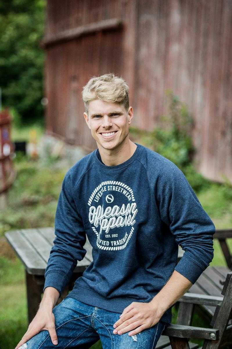 """""""Kändes svårt"""" I kväll inleder Pontus Hugosson och de sju andra bönderna i årets säsong jakten på kärleken."""