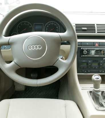 Vi gillar/Audi A4  Förarmiljön är i det närmaste perfekt, bra inställningsmöjligheter och allt på sin plats.