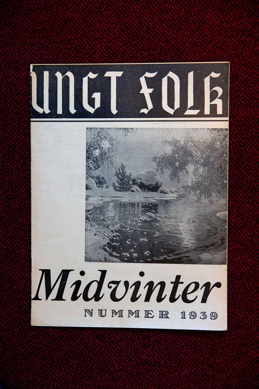 """I tidningen Ungt Folk, den nazistiska ungdomsorganisationen Nordisk Ungdoms organ, från 1939 skickade Löfvens biologiska mamma """"Midvinterhälsningar"""" till läsarna"""