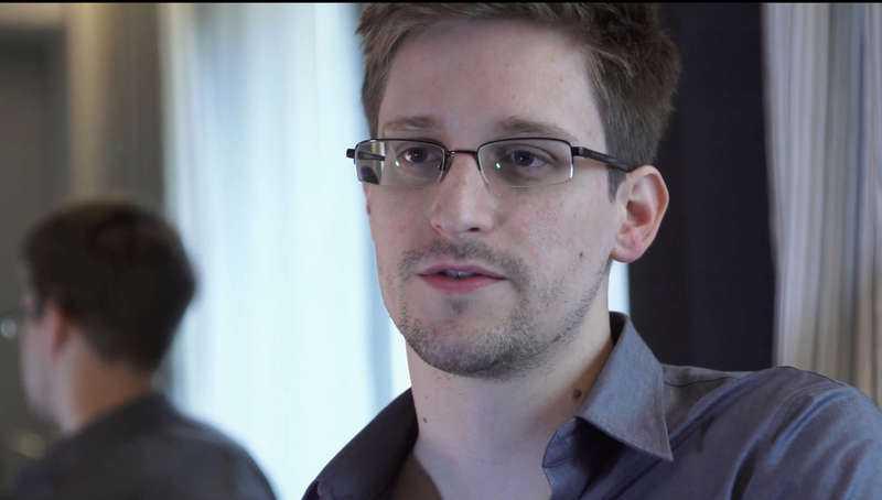 Edward Snowden arbetade tidigare för NSA och befinner sig nu på flykt i Ryssland sedan han läckt topphemliga dokument om amerikansk massövervakning.
