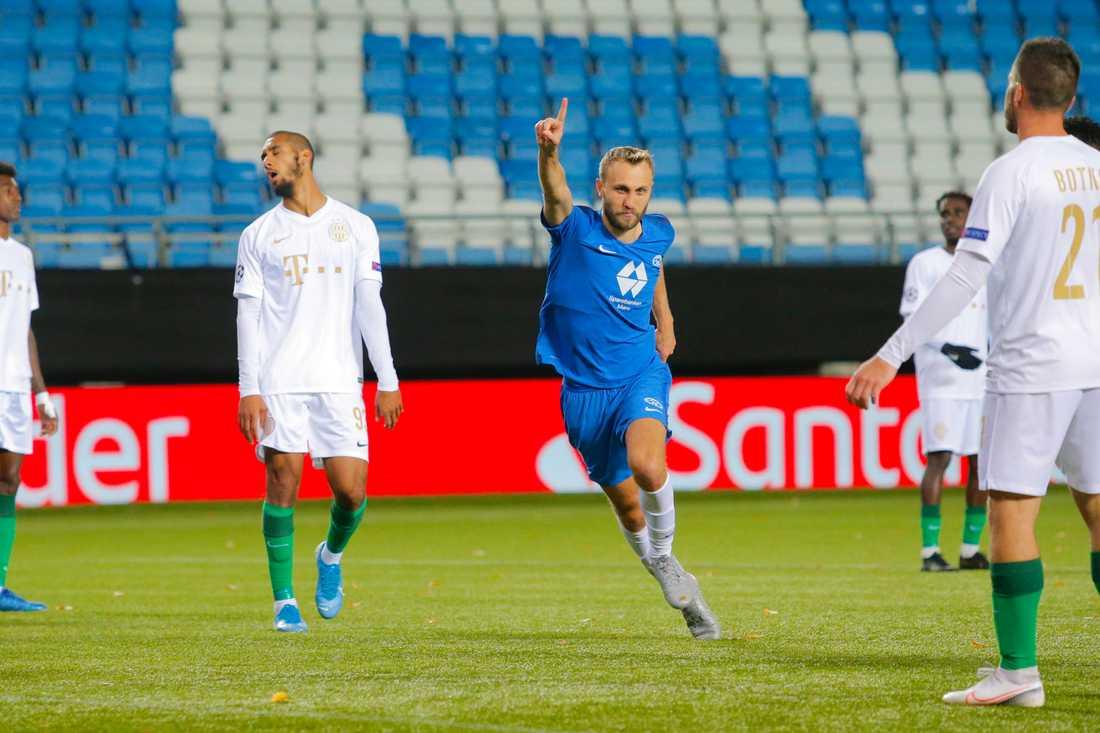 Moldes Magnus Wolff Eikrem firar 2–2-målet mot Ferencvaros. Playoff-matchen till Champions League slutade 3–3.