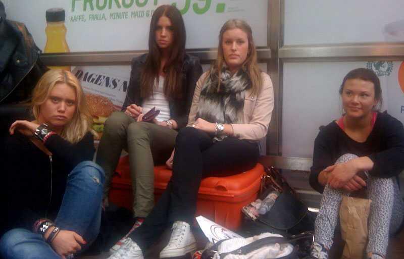 Felicia Lennestig Bergquist, Simona Baldinazzo, Anne-Sofie Hedén och Åsa Flodström skulle ha åkt till London .