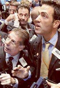 Handlarna på Wall Street höll andan innan Bush-regeringens räddningspaket på 700 miljarder dollar klubbades igenom.