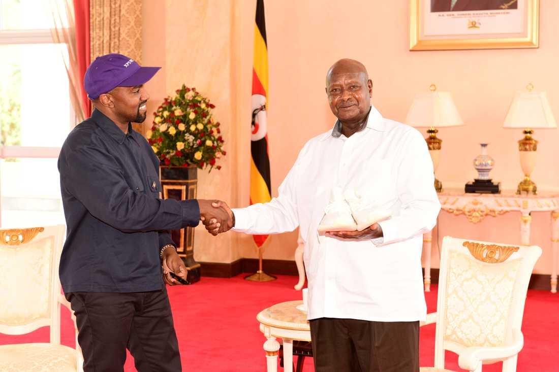 Kanye West och Ugandas president Yoweri Museveni.