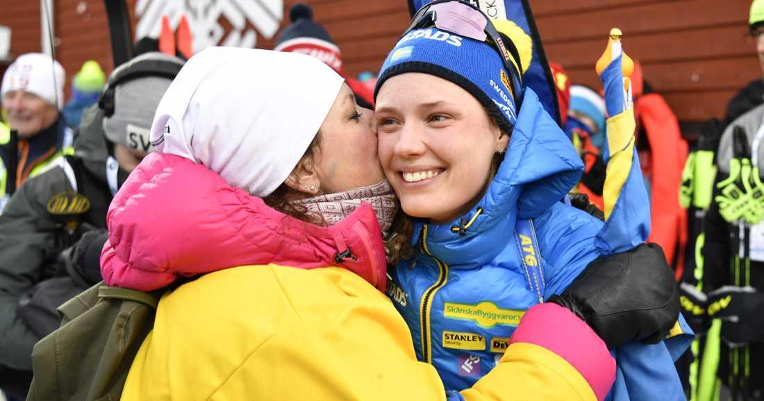 Hanna Öberg med mamma Viktoria.