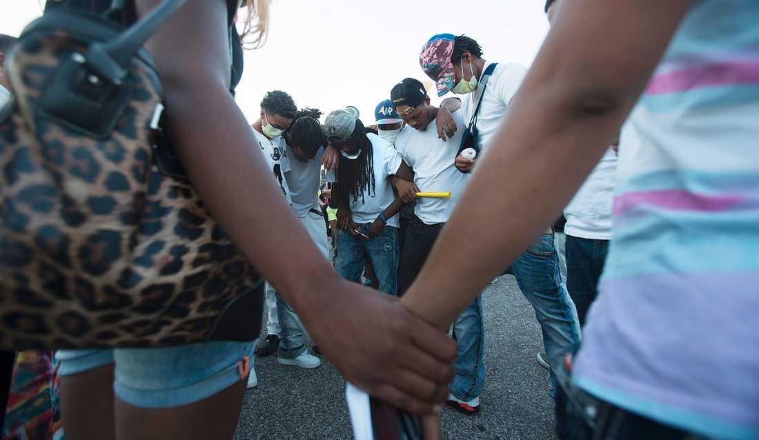 Upplopp i Missouri efter att tonåringen Michael Brown  blivit skjuten av polis.