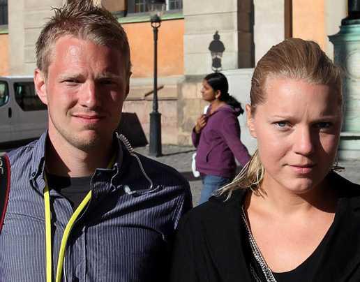 Aftonbladets Gustav Mårtensson och Carina Bergfeldt på plats vid Storkyrkan.