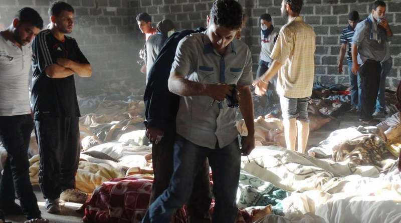 På privata bilder från det attackerade området sågs döda kroppar i massor.