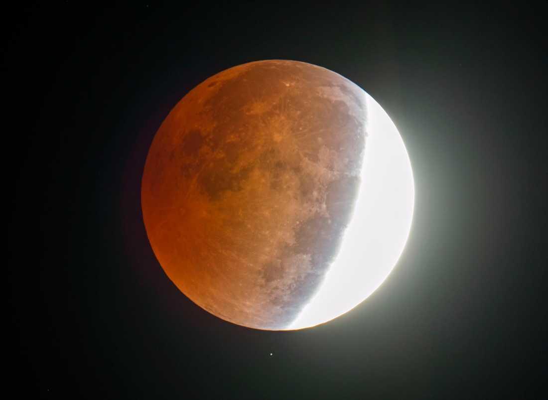 Det går att se en månförkmörkelse över Stilla havet den 4:e april. Men chansen kommer igen i slutet av september, då kan du se skådespelet i Europa.