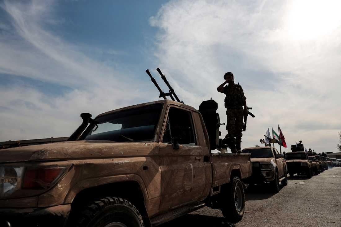 Styrkor på väg till Turkiet från Syrien för att strida mot kurdiska styrkor.