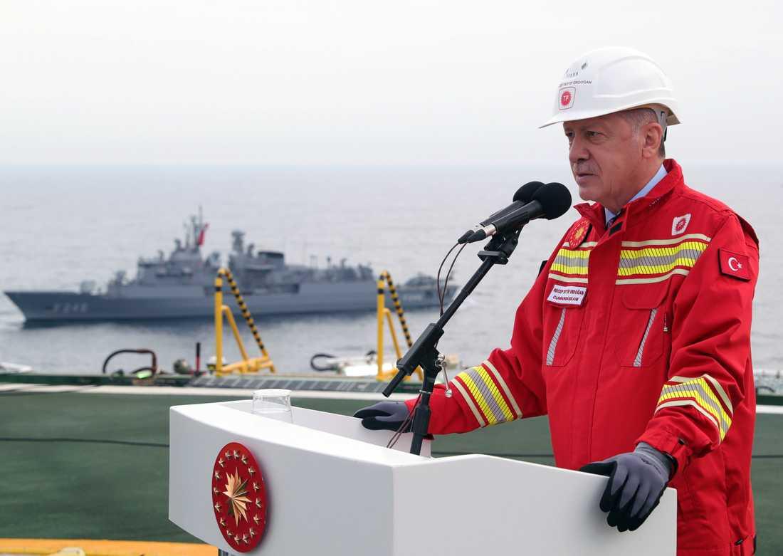 Turkiets president Recep Tayyip Erdogan ombord på ett borrningsfartyg i Svarta havet på lördagen.