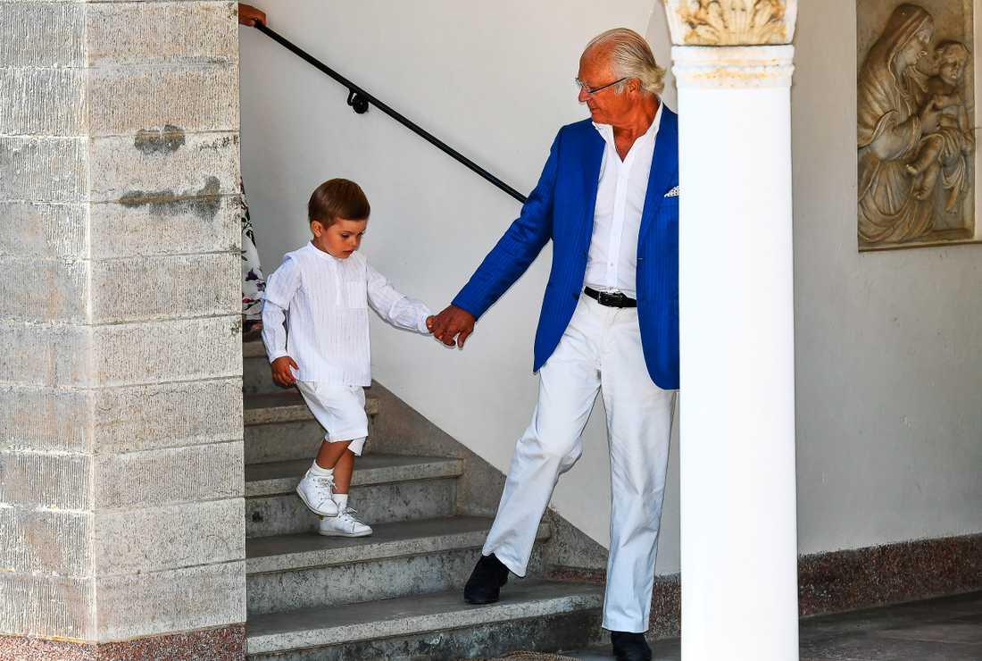 Prinsen med morfar Kungen.