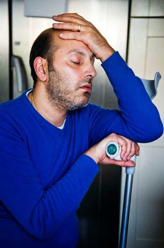 """25 mediciner håller igång Payams kropp. """"Jag måste leva med de här tabletterna, trots att jag får en blackout av dem"""", säger han."""