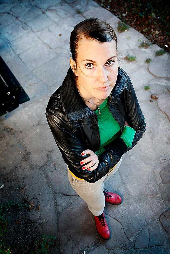 """Skakande granskning Elinor Torp, reporter på Dagens Arbete, har tidigare fått guldspaden för sin granskning av arbetsmiljön i Sverige. I """"Jag orkar inte mer"""" följer hon det tragiska fallet med Lasse Persson som mobbades till döds i Krokoms kommun."""