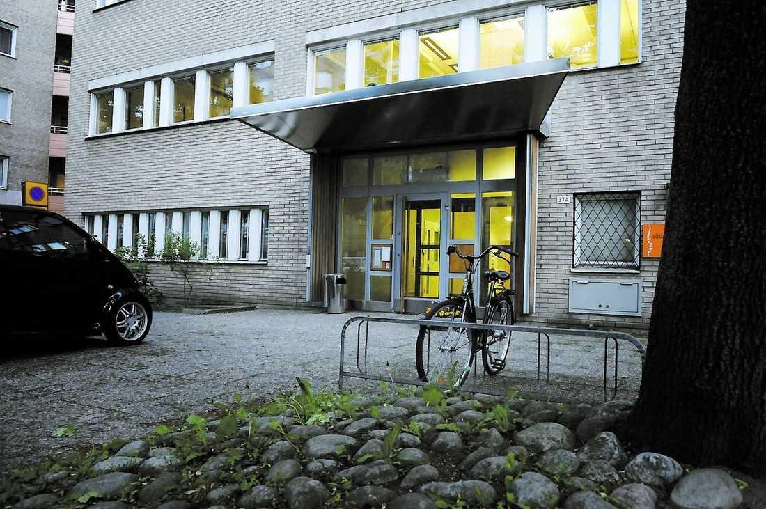 Kontoret på Södermalm i Stockholm – de fem anställda drar in 82 miljoner kronor om året. Officiellt finns ägarna i Frankrike.