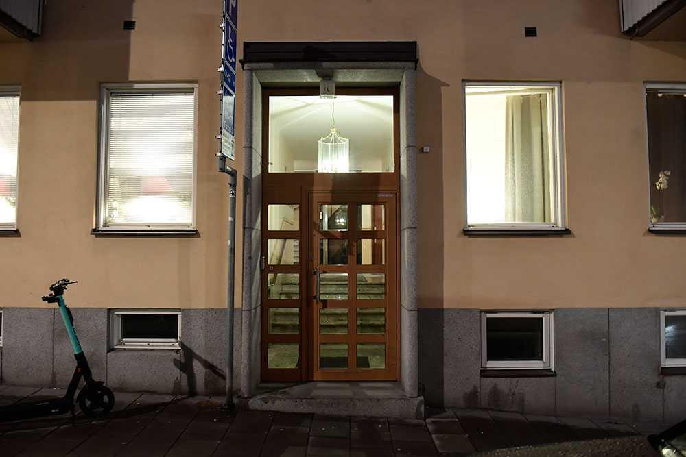 """28 män greps för sexköp i polisens """"Insats torsk"""". Spaningen pågick i en vecka mot ett 20-tal adresser. Gripandet vid en lägenhetsbordell på Östermalm i Stockholm blev mycket omskrivet."""