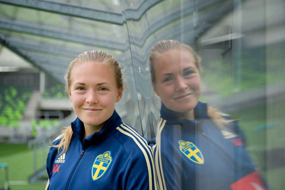 Magdalena Eriksson trivs i en trebackslinje. Men hon kan tänka sig att spela varhelst förbundskaptenen Peter Gerhardsson vill se henne.