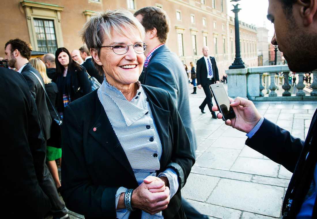 Hon är rikast i Löfvens regering. Men när hon hade städhjälp på 1980-talet var det svart betalning som gällde.  – Det var svårt då att få vit städhjälp då, med den byråkrati som man då utlöste med arbetsgivardeklarationer och skatteverks-deklarationer och så vidare, säger nya framtidsministern Kristina Persson.