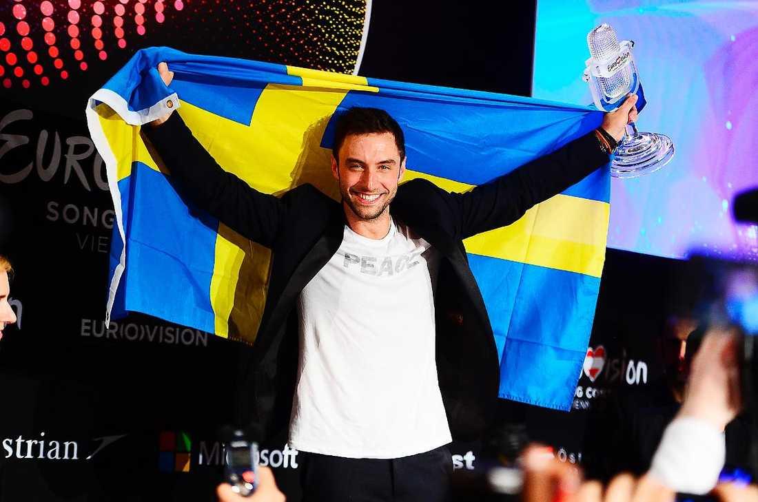 201 dagar kvarDen 10 maj nästa år är det dags för Eurovision i Globen, Stockholm, tack vare Måns Zelmerlöws magiska seger i Wien - då motarbetad av Eurovisions presschef Jarmo Siim. Nu avslöjas ännu en skandal med EBU-höjdare sedan presschefen för Junior ESC avskedats för att hon ställt kritiska frågor om organisationen.